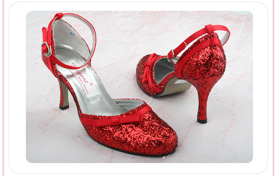 红色单鞋搭配衣服图片