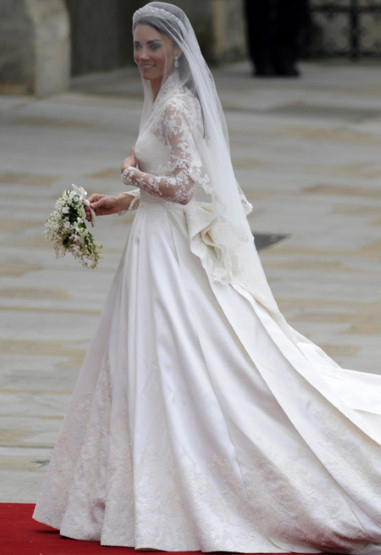 ... &Prinzessin Kate Hochzeit Brautkleid Ivory Satin Lace V-Ausschnitt